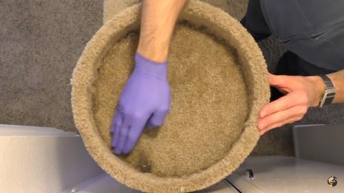 ゴム手袋を使って掃除
