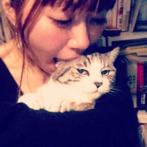 猫の耳を吸う美雨さん