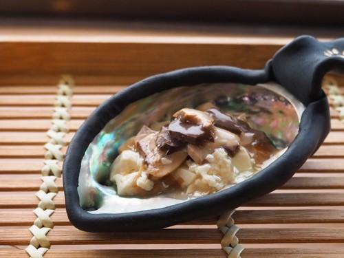 アワビ皿に豆腐あんかけ