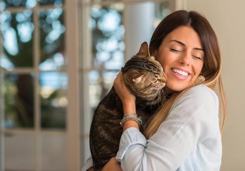 女性に懐く猫