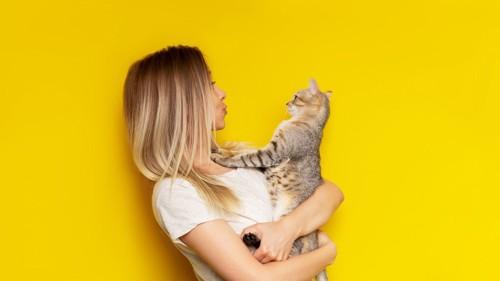 猫を褒める