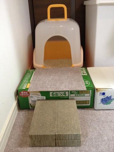 猫トイレと箱と爪とぎ
