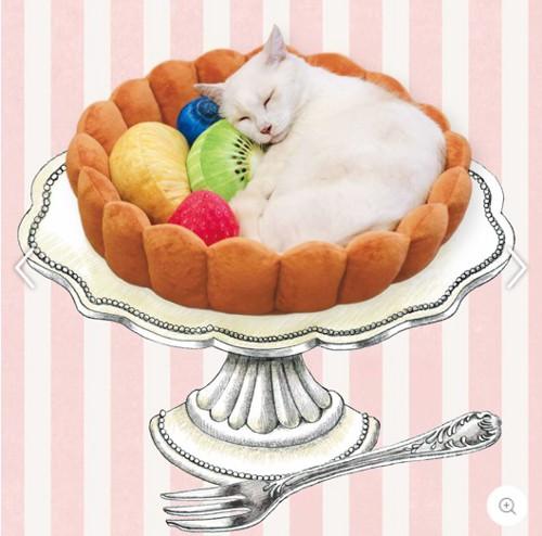 白猫とフルーツタルトの猫ベッド