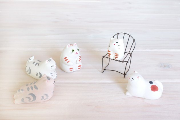 白い猫の置物