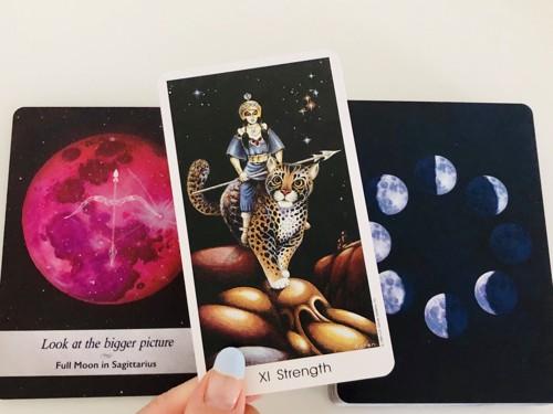 射手座満月と力のカード