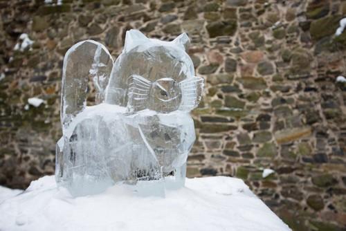氷で作られた猫