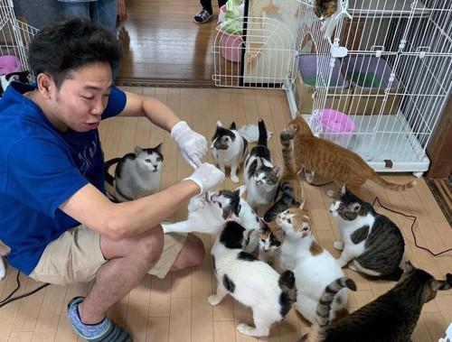ボランティア活動をするサンシャイン池崎