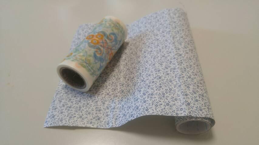 マスキングテープと貼る壁紙
