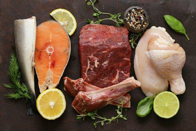 魚と肉の写真