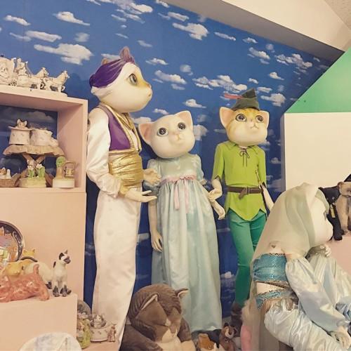 猫の巨大人形