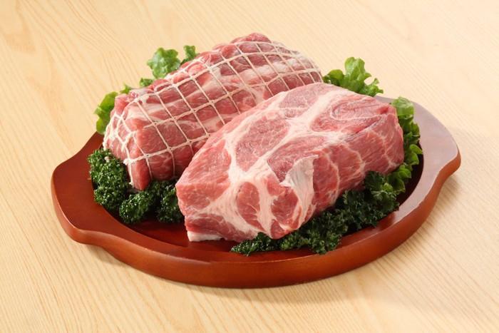 生の豚肉ブロック