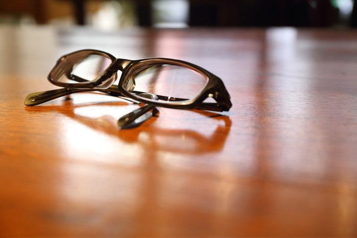 黒ぶちメガネ