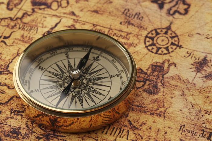 方位磁石と地図