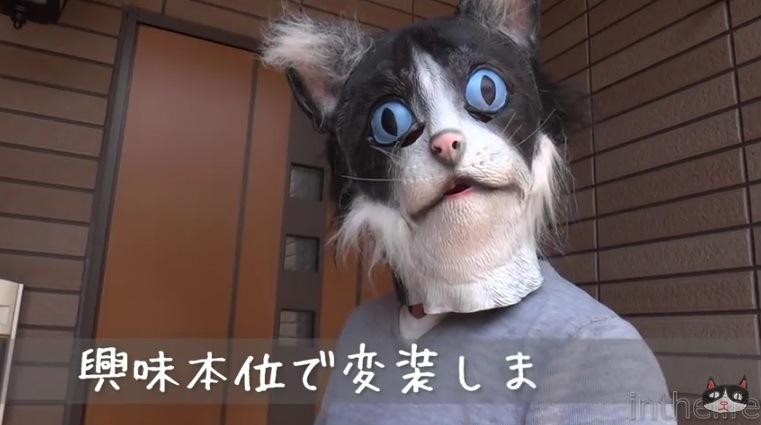 猫マスクをかぶった飼い主さん