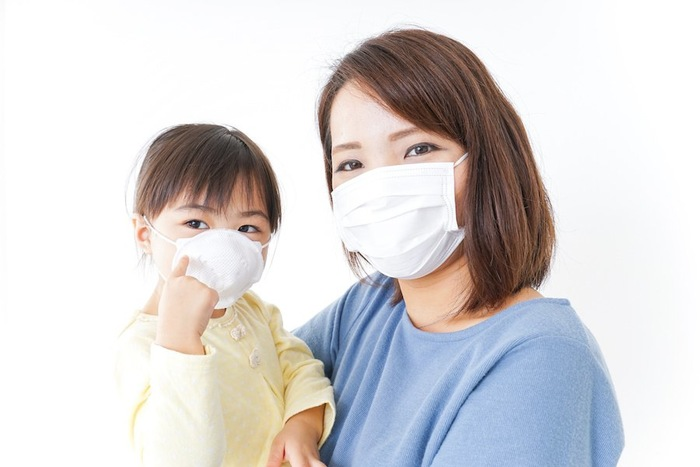 マスクをしている親子