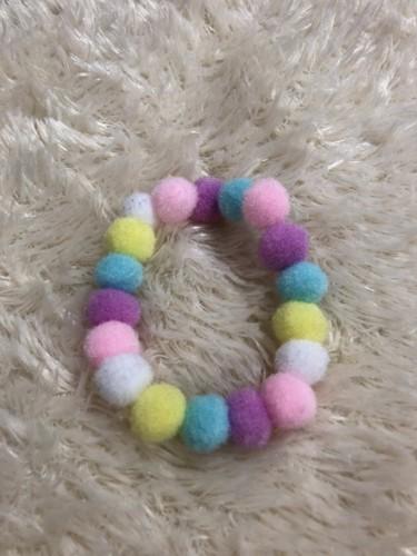 カラーボールで作った輪っかの写真
