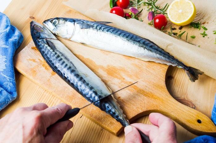 調理中の鯖
