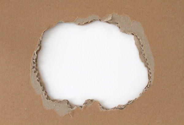 ダンボールの穴