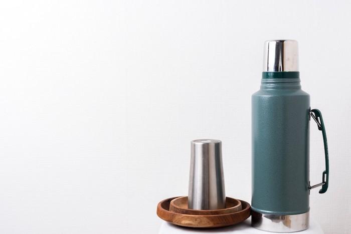 シンプルな水筒