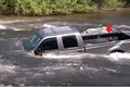 トラックが事故の反…の画像