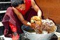犬のシャンプーに人…の画像