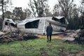 森林火災で焼けた家…の画像
