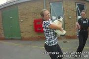 泥棒に誘拐されたパグが無事に保護されて大はしゃぎ!(まとめ)