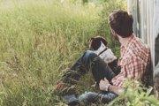 愛犬がごはんを隠したら…関係性を見直す必要があるかも!?