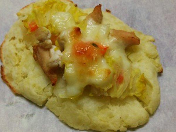 白菜と鶏肉のモッツァレラピザ