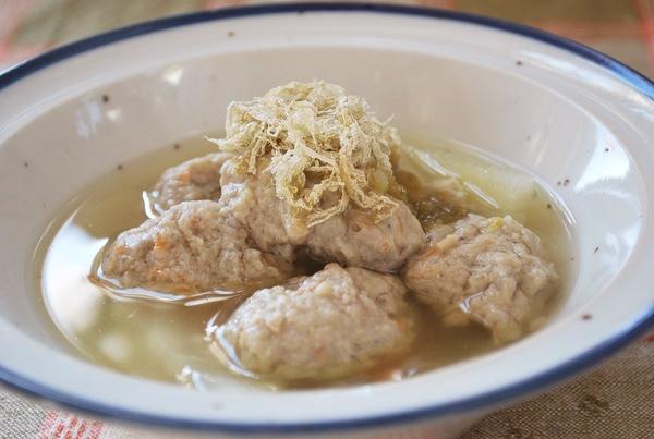 里芋とすり身のだんご鍋