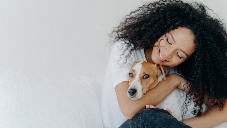 カワイイ♡犬が抱っこをせがむ5つの心理とは?