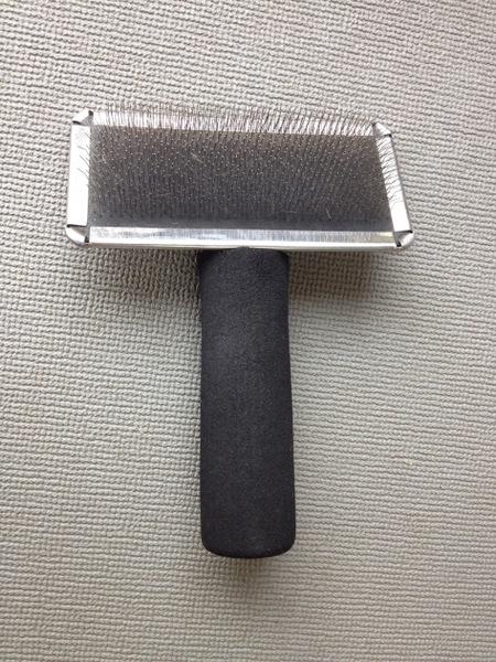 スリッカーブラシの持ち方と使い方の基本、おすすめブラシ