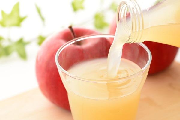 犬にりんごジュースを飲ませても大丈夫!その効果と与える際の注意点