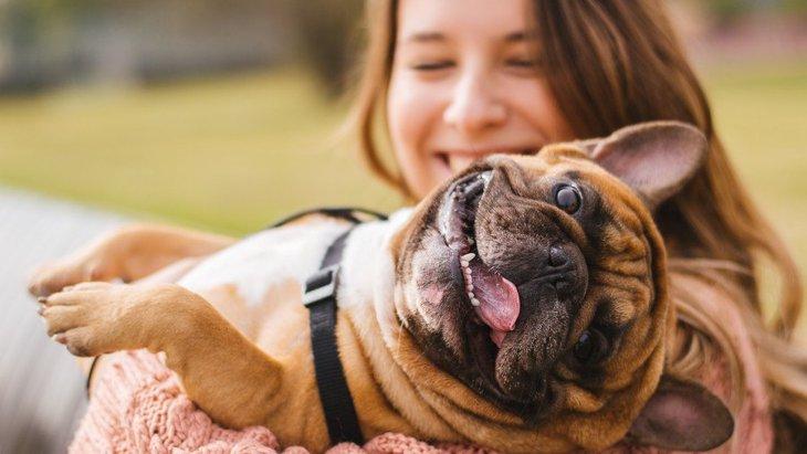 犬に話は通じてるの?話しかけるメリットや効果について