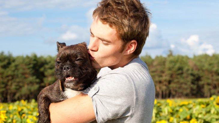 愛犬にキスを拒否されてしまう3つの理由
