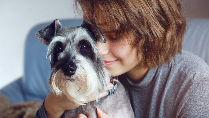 犬が悲しんでいる人を慰めてくれる理由2つ