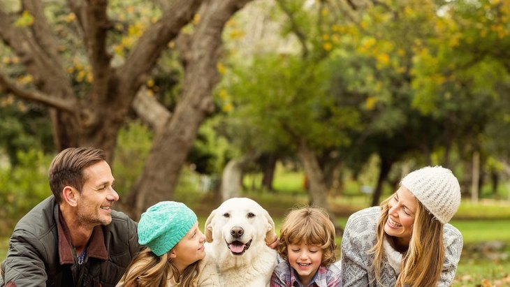 犬が家族の特定の人にだけ吠える心理とは?
