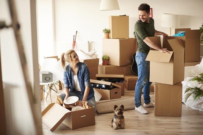 愛犬との引っ越しで失敗しないために!早く新居に慣れる方法とチェックリスト