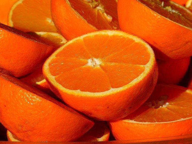 犬はオレンジを食べても大丈夫?含まれる成分や効果、与え方と注意点について