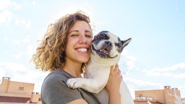 愛犬とのふれあいで生まれる幸せホルモン『オキシトシン』!シーン別にみる3つの効果