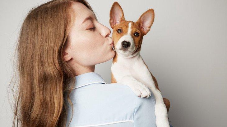 犬の飼い主が無意識にやっている『近所迷惑』4選!気づかないうちに嫌われているかも…?