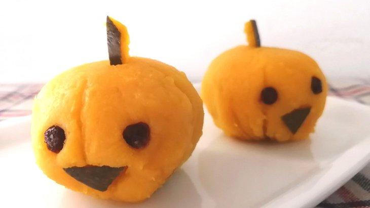 【わんちゃんおやつレシピ】一緒に食べよう!『鶏肉入りハロウィンかぼちゃ』