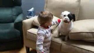「しょうがないなぁ」遊んでくれない愛犬に男の子がした事は?!(動画)