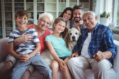 家族集合と犬