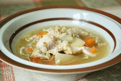 鶏肉と蕎麦の実のスープ