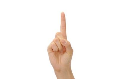 指を立てている手