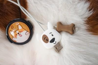 犬のデザインの充電器