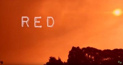 炎で赤く染まる空