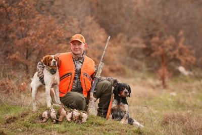 ハンターと2匹の猟犬
