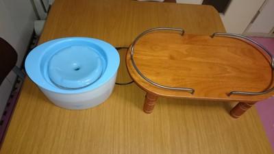 循環式給水器と食台